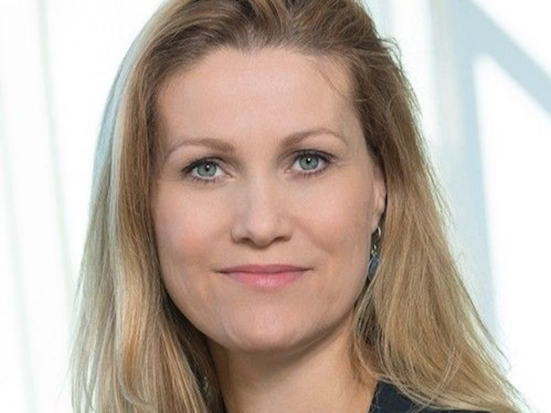 Claire Dixon To Lead Global Comms  At Standard Chartered