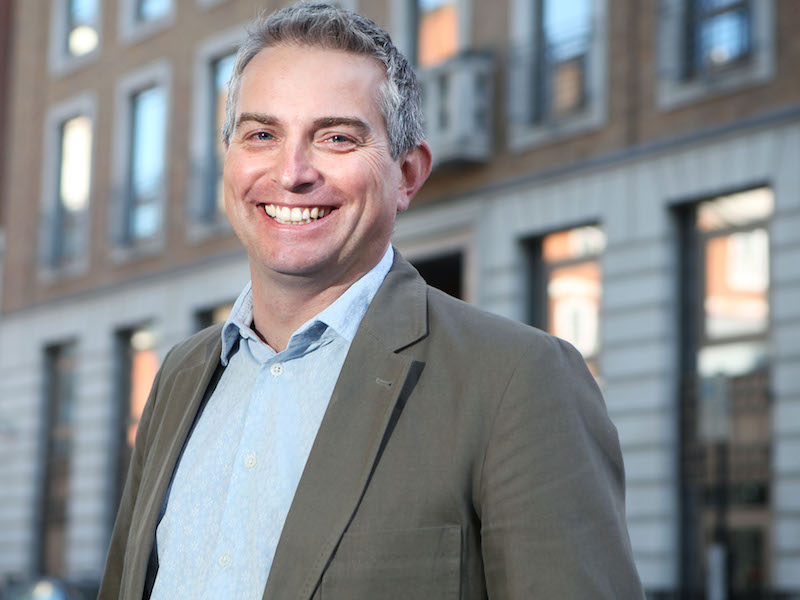 Steve Earl Leaves APCO Worldwide